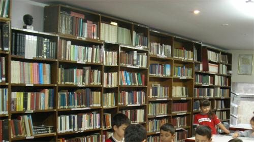 Kütüphaneden 13 Bin Kitap Çaldılar
