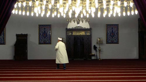 Din Adamlarına Siyaset Engeli