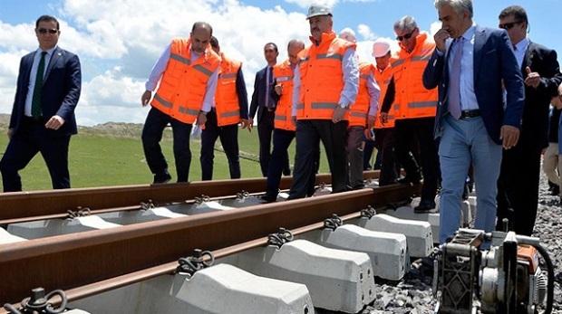 Bakü-Tiflis-Kars Demiryolu'nun Türk tarafı ay sonu bitiyor