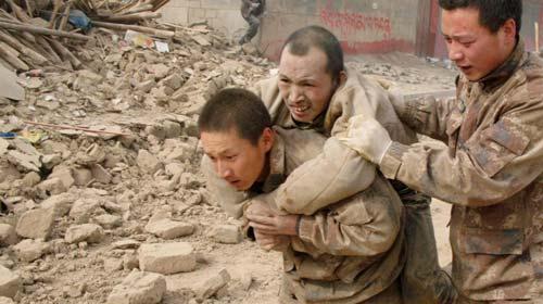 Çin'deki Depremde 617 Ölü