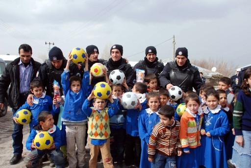 Taş Atan Çocuklar Futbolcu Oldu