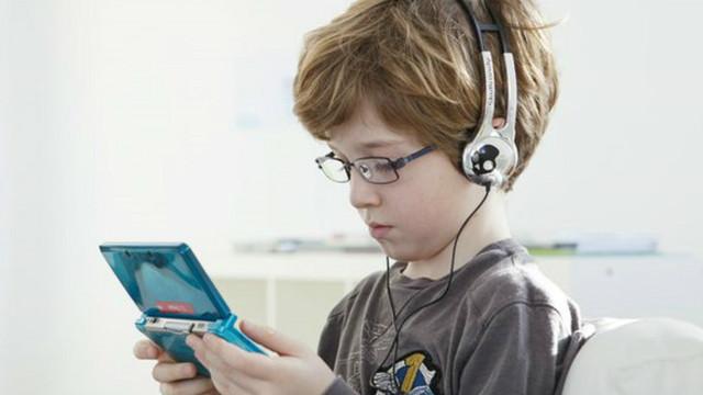 İngiltere'de çocuklar günde 8 saat ekran başında