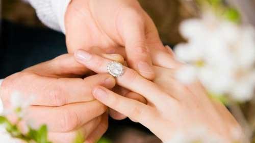 Evlilik yüzüğü neden 4. parmağa takılır?