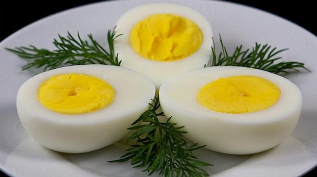 Sabahları yumurta yiyenler daha az kalori alıyor