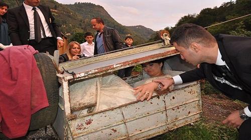 Düğün sonrası tehlikeli yolculuk