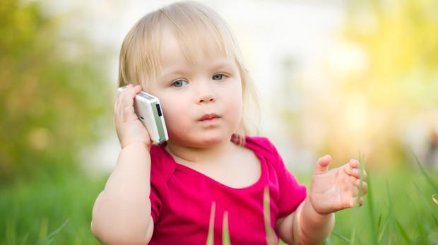 Telefonları çocuklardan uzak tutmak için 10 neden!