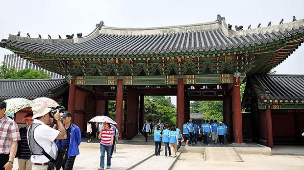 Bakanlık gençleri Güney Kore'ye götürüyor