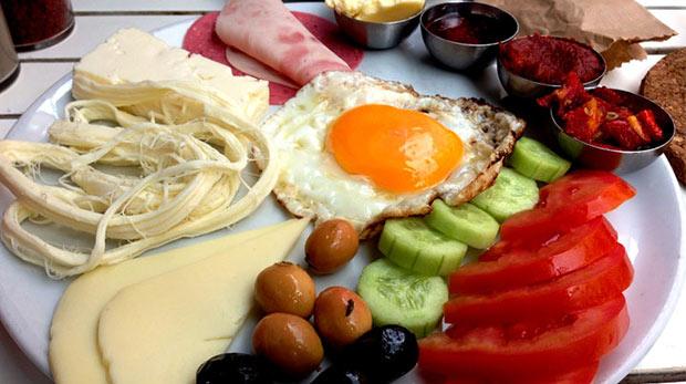 Kahvaltı etmeyenler daha mı çok kilo alır?