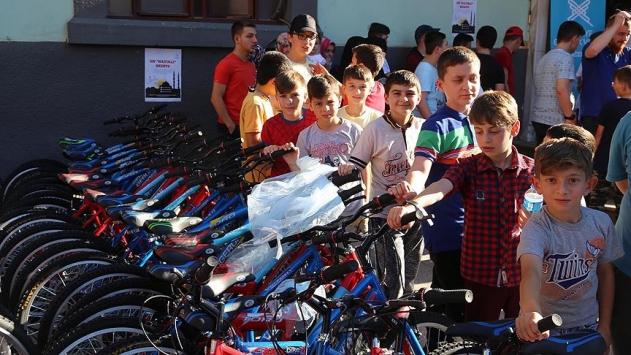 'Sabah namazı çocukları'na hediye bisikletlerini aldılar
