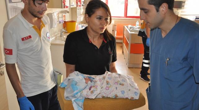 Yeni doğmuş bebek çöp poşetinde bulundu