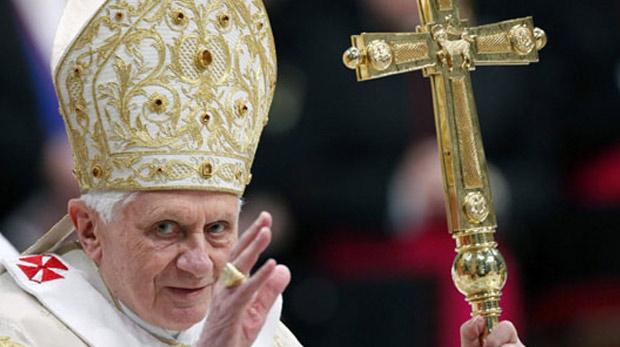 Hristiyan din adamları kimlerden oluşur?