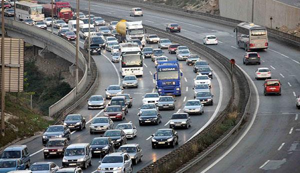 Bayram dönüşü nedeniyle trafik felç oldu