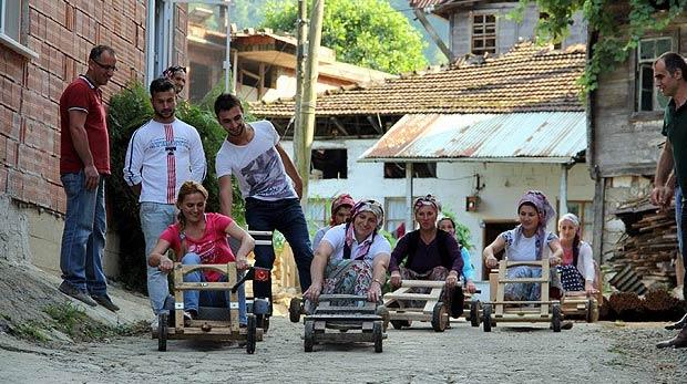 """Karadeniz'in kadın """"rallicileri"""" yarışıyor"""