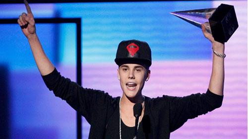 Bieber'in Ezan saygısı sosyal medyayı salladı