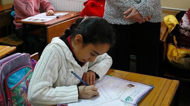 MEB: Önce dik temel harfler öğretilecek 3. sınıfta el yazısına geçilecek