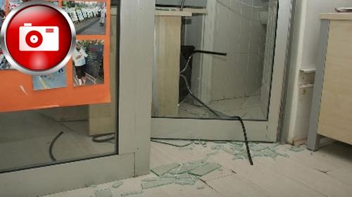 Eylemciler Ak Parti Binasını Bastı