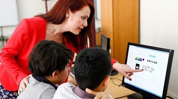 Sözleşmeli öğretmenlere günde 8 saatlik eğitim modeli