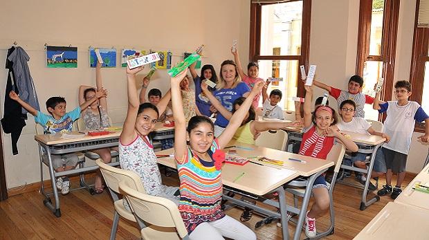 """Kadıköy Belediyesi'nden ücretsiz """"Çocuk Etüt Merkezleri"""""""