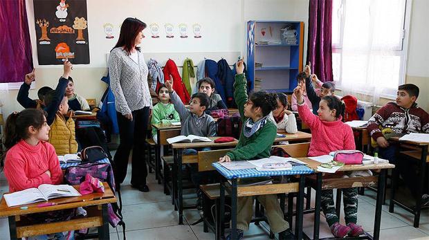 Aday öğretmenlere 714 saatlik yetiştirme programı