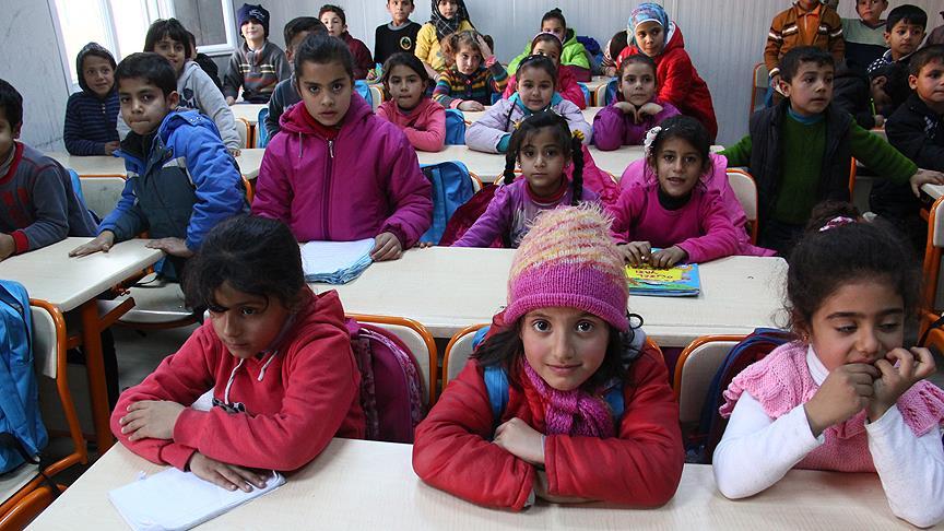 Türkiye'de 300 bin Suriyeli eğitim görüyor