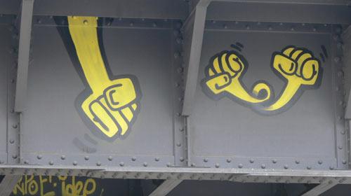 Taksim'deki Sarı Yumrukların Sırrı