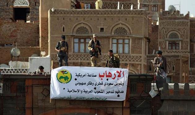 Husiler Aden'deki başkanlık sarayını ele geçirdi