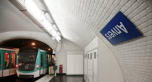 Metroda doğan bebeğe 25 yıllık ücretsiz toplu taşıma