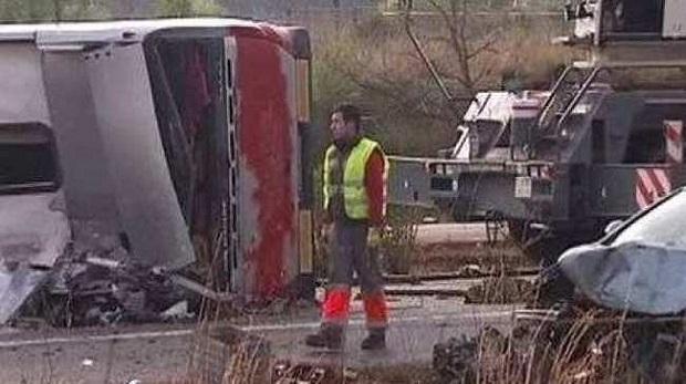 Öğrencileri taşıyan otobüs kaza yaptı 14 ölü