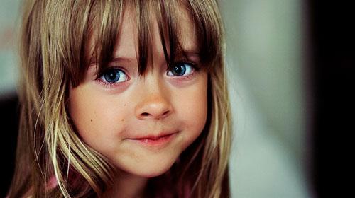 Çocuklarda Görülen Gözlerdeki Parıltıya Dikkat!