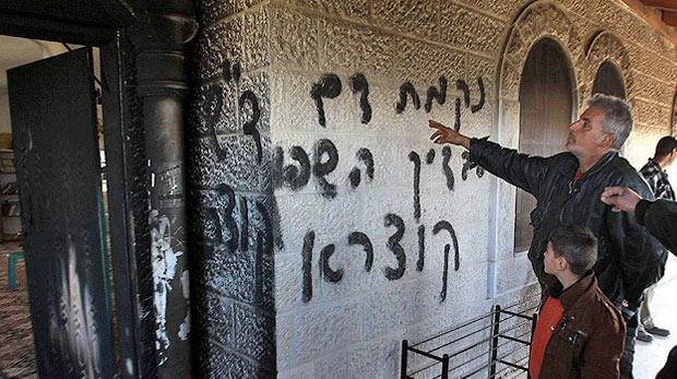 Yahudiler camiyi ateşe verdi
