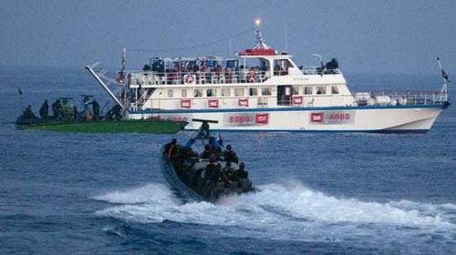 İsrail, Gazze Gemisine Ateş Açtı