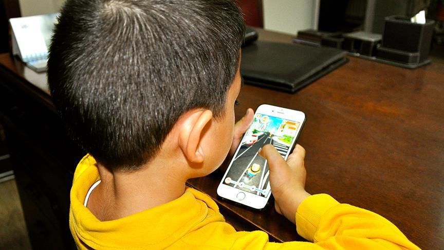 Her 10 çocuktan 6'sı akıllı telefon sahibi