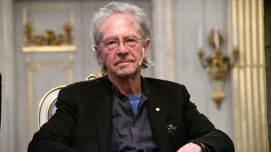 Akademisyen ve gazeteciler Nobel Edebiyat Ödülü'nün Handke'den geri alınmasını istiyor