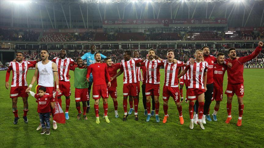 Sivasspor zirveyi bırakmıyor