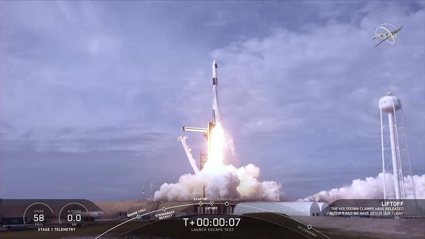 SpaceX 'acil durum kaçış sistemi'ni başarıyla test etti