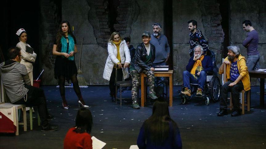 Tiyatro oyunu için akıl hastanesinde eğitim aldılar