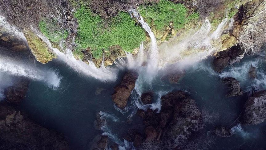 Yerköprü Şelalesi güzelliğiyle görenleri hayran bırakıyor