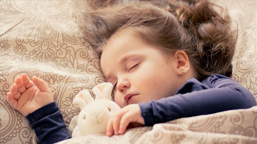 Uyurken sürekli üstünü açan çocuklarla ilgili uyarı
