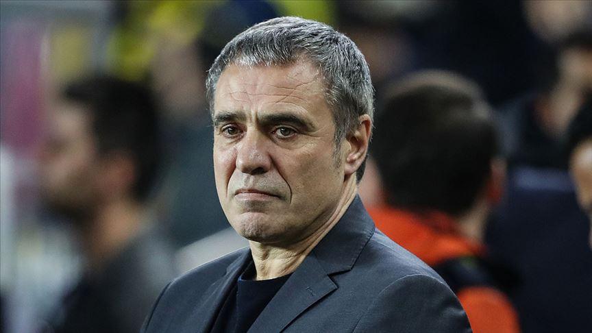 Fenerbahçe Ersun Yanal'la yollarının ayrıldığını borsaya bildirdi
