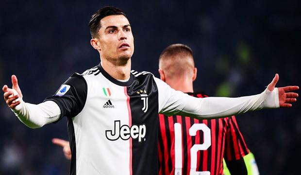 Son Dakika: Cristiano Ronaldo Kendini Karantinaya Aldı