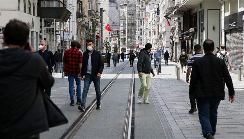 Taksim Meydanı ve İstiklal Caddesi'nde maske zorunluluğu ve 3 metre mesafe kuralı getirildi