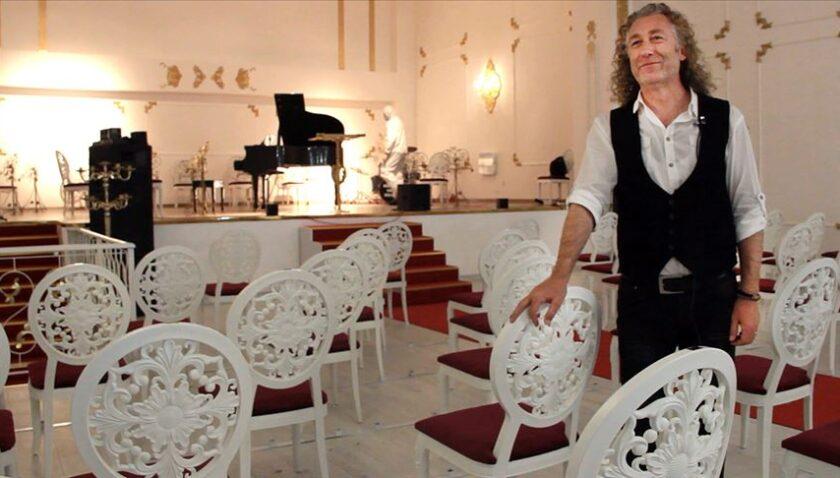 'Sosyal mesafeli konser salonu' kademeli normalleşmenin sanat durağı olacak