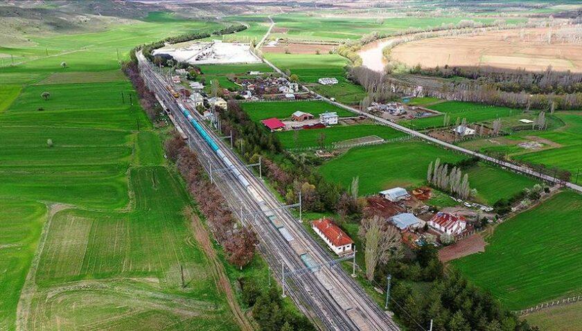 Modernize edilen Samsun-Sivas demir yolu hattında ilk yük treni sefere başladı