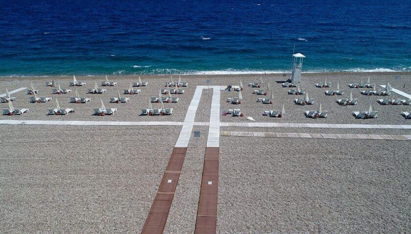 Uzmanından tatilcilere 'sosyal mesafe' uyarısı