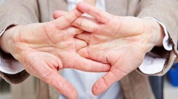 Parmaklarımızı çıtlatmak eklemlere zararlı mıdır?